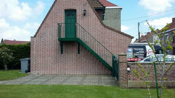 escalier extérieur droit sur pignon